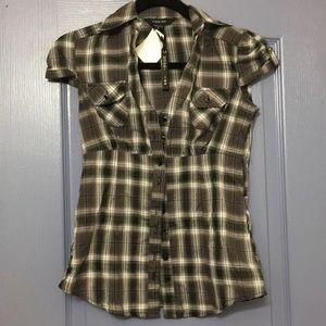 Cute button down short sleeve shirt. XS